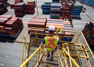 The Socio-economic Impact of Market-based & Technological Developments on EU Ports